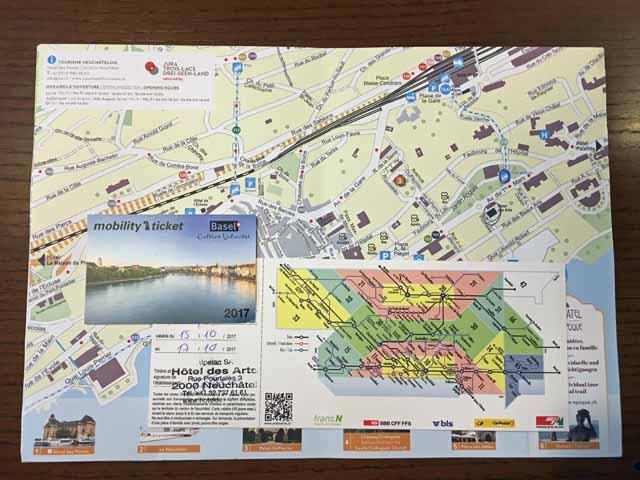 バーゼルとヌーシャテルでもらった市内交通機関が無料になるチケットと地図