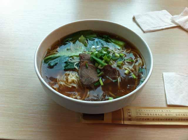 牛肉の麺。味は、まあまあでした。