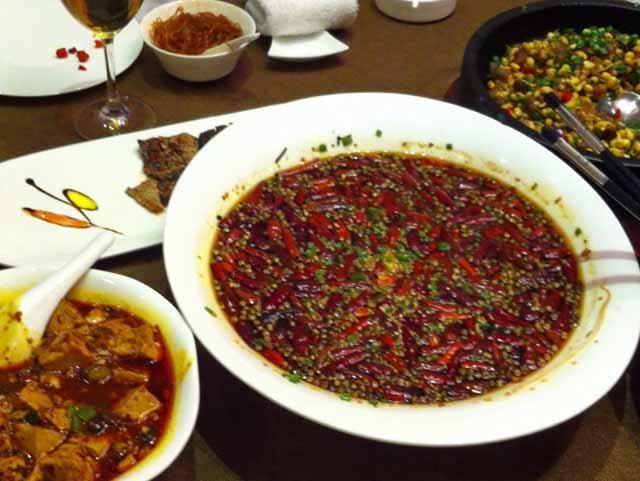 四川料理の写真 スープではなく、だし汁で中に入っている白身魚を食べました。