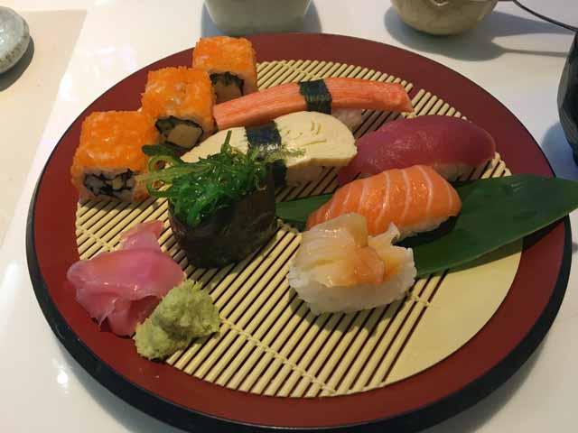 ホーチミンのVINCOM CENTER内のレストランで寿司