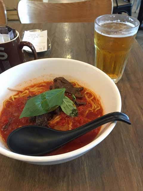 トマト味の牛肉麺