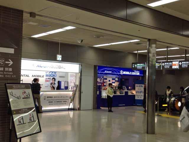 イモトのWiFi成田空港カウンター