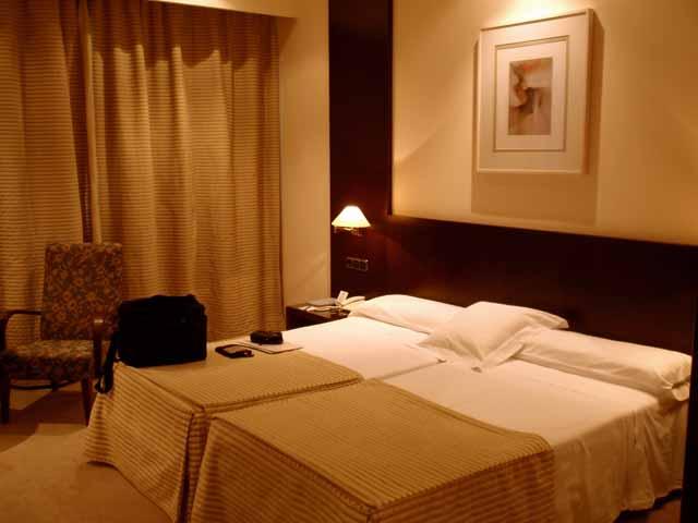 TRYP OVIEDOの部屋は広く快適だった。