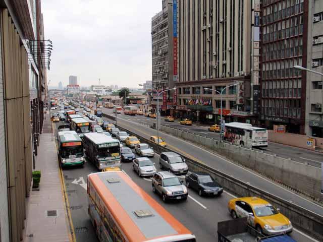 台北駅前の通り