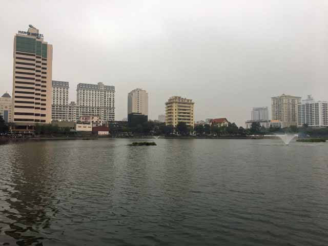 ハノイホテル近くの湖