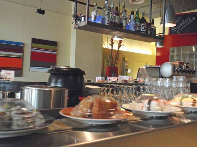 チューリッヒの回転寿司店で撮影。